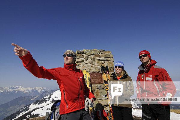 Skitouristen auf dem Gipfel des Joel  Wildschönau  Tirol  Österreich  Europa