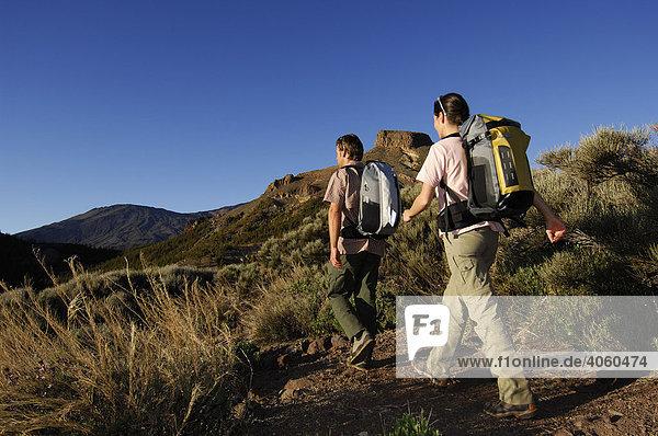 Wanderer im Teide-Nationalpark  Teneriffa  Kanarische Inseln  Spanien  Europa
