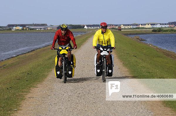 Radfahrer am Rantumer Becken  Sylt  Nordfriesland  Nordsee  Schleswig-Holstein  Deutschland  Europa