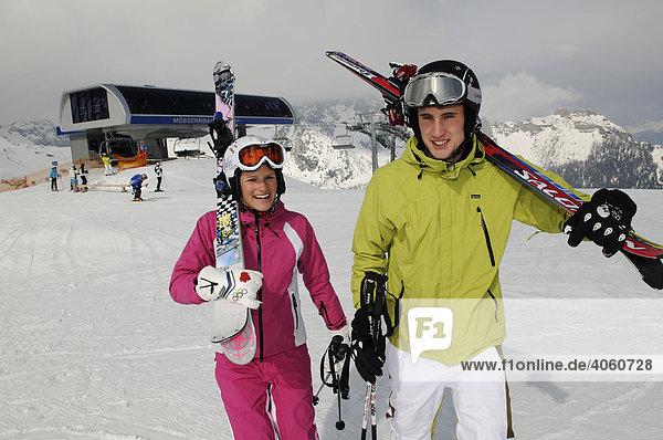 Skifahrer auf der Madritsche  Hermagor  Nassfeld  Kärnten  Österreich  Europa