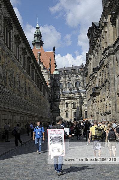 Lebendes Plakat  Dresden  Sachsen  Deutschland  Europa