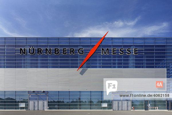 Messehalle Nürnberger Messe mit Logo  Messegelände  Nürnberg  Mittelfranken  Bayern  Deutschland  Europa Messehalle Nürnberger Messe mit Logo, Messegelände, Nürnberg, Mittelfranken, Bayern, Deutschland, Europa