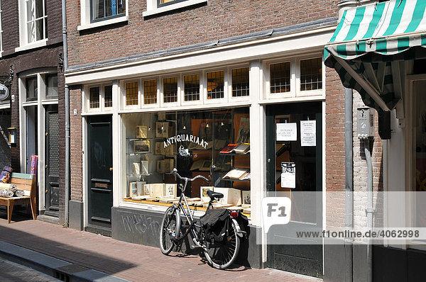 Fahrrad  Geschäft  Auslage  Oude Spiegelstraat  Amsterdam  Niederlande  Europa