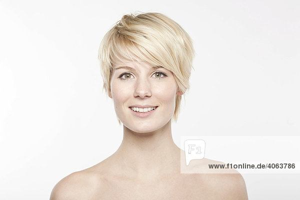 Von Kurze blonde nackt Frau Kurze Haare