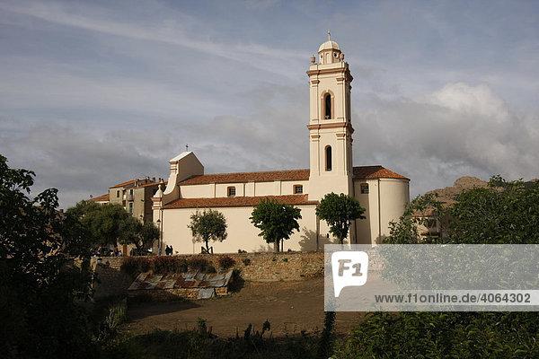 Kirche vom Dorf Piana am Golf von Porto  Insel Korsika  Frankreich  Europa