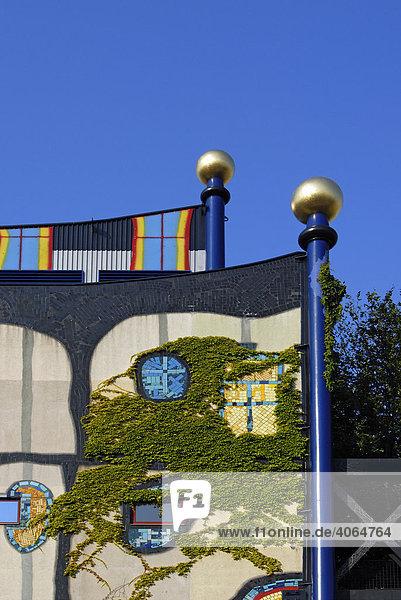 Farbige Fassade der Spittelau Einäscherung und Heizwerk  Entwurf von Friedensreich Hundertwasser  Wien  Österreich  Europa