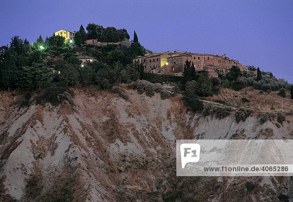 Abendlicht  Chiusure  Asciano  Crete  Provinz Siena  Toskana  Italien  Europa
