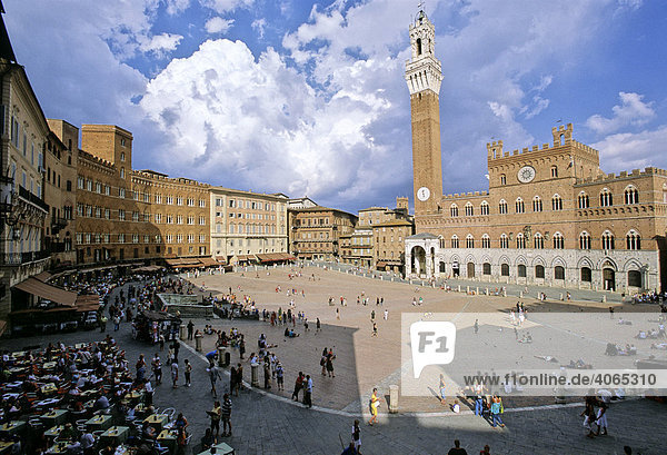 Palazzo Sansedoni left  P. Pubblico with the Torre del Mangia and chapel  Piazza Il Campo  Siena  Tuscany  Italy  Europe