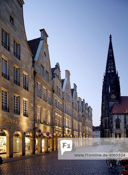 Prinzipalmarkt and Lamberti Church  Muenster  Muensterland  North Rhine-Westphalia  Germany  Europe