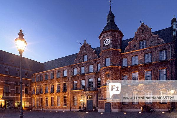Town hall  Duesseldorf  North Rhine-Westphalia  Germany  Europe