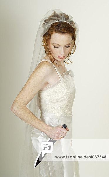 Braut mit Messer