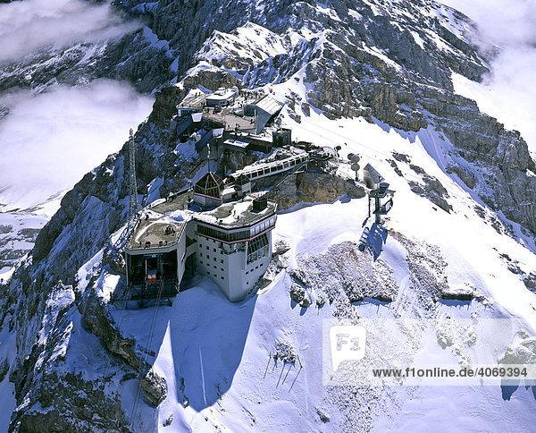 Zugspitze  österreichische Bergstation  Wettersteingebirge  Tirol  Österreich  Oberbayern  Deutschland  Europa  Luftbild