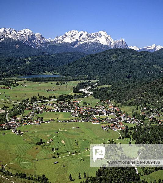Wallgau  Golfplatz  Barmsee  Wettersteingebirge  Oberbayern  Bayern  Deutschland  Europa  Luftbild