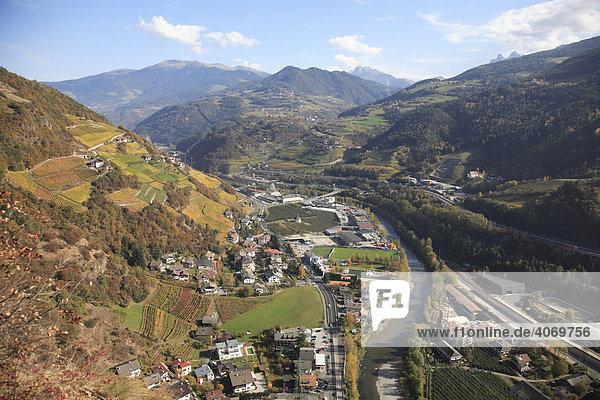 Etschtal bei Klausen  Südtirol  Italien  Europa