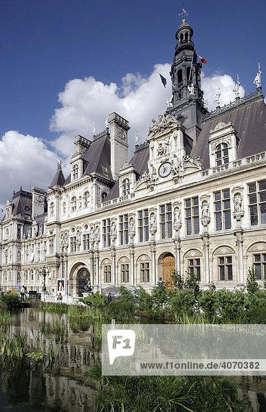 Hotel de Ville  Rathaus mit Garten-Ausstellung auf dem Vorplatz  Paris  Frankreich  Europa