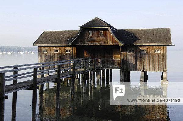 Pfahlbau  Holzhaus  Stegen  Ammersee  Oberbayern  Bayern  Deutschland  Europa Holzhaus