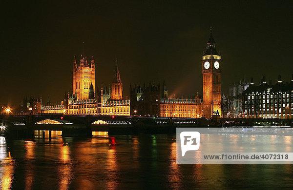 Nachtaufnahme von Big Ben und Houses of Parliament in London  England  Großbritannien  Europa