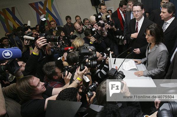 Landtagswahlen in Hessen  Andrea Ypsilanti  SPD  legt Partei-und Fraktionsvorsitz nieder  ihr Nachfolger soll Thorsten Schäfer-Gümbel werden  Wiesbaden  Hessen  Deutschland  Europa
