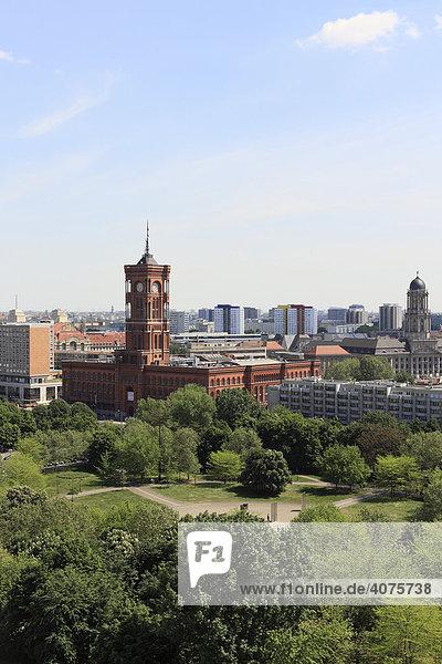Marx Engels Forum und Rotes Rathaus  Berlin  Deutschland  Europa
