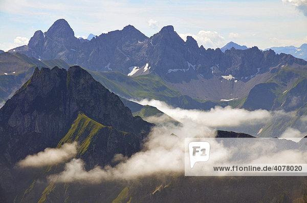 Panorama vom Nebelhorn  vorne die Höfats  dahinter Trettachspitze  Mädelegabel und Hohes Licht  Allgäuer Alpen  Bayern  Deutschland  Europa