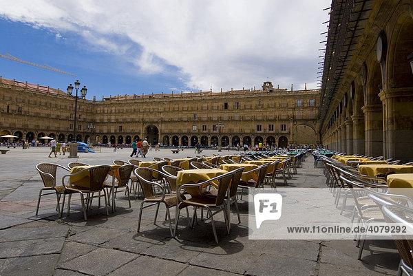 Hauptplatz  leeres CafÈ  Salamanca  Spanien  Europa