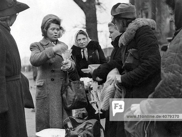 Schwarzmarkt  Tiergarten  historische Aufnahme  1947  Berlin  Deutschland  Europa