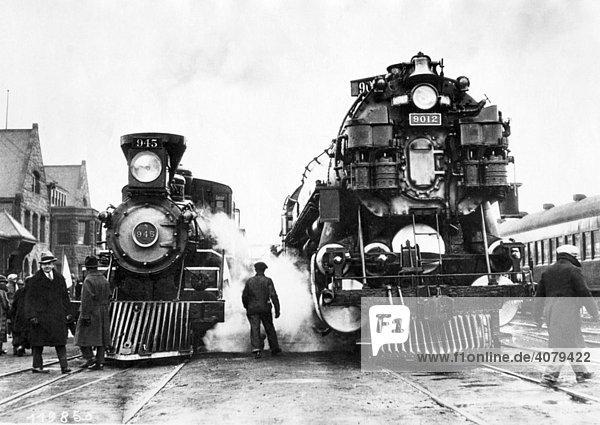Zwei Dampflokomotiven  historische Aufnahme  ca. 1920