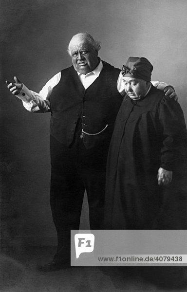 Zwei dicke Menschen  historische Aufnahme  ca. 1910