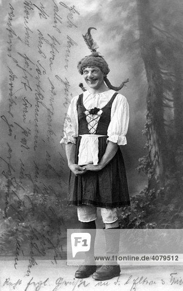 Fred Unverzagt,  Humorist,  Mann als Frau verkleidet,  historische Aufnahme,  ca. 1920