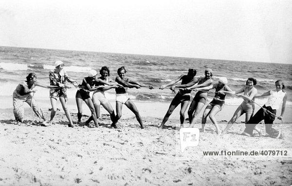 Historische Aufnahme  Strandgruppe  ca. 1920