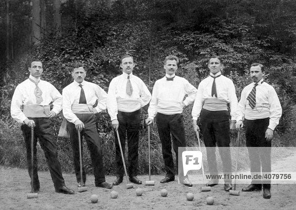 Historische Aufnahme  Männer beim Cricket  ca. 1920