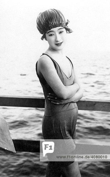 Historische Aufnahme  japanische Schönheit im Badedress  ca. 1920