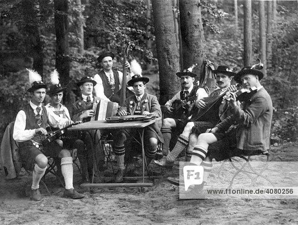 Historische Aufnahme  Trachtenkapelle  ca. 1922