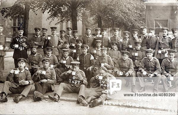 Historische Aufnahme  Soldatengruppe beim Essen  ca. 1915