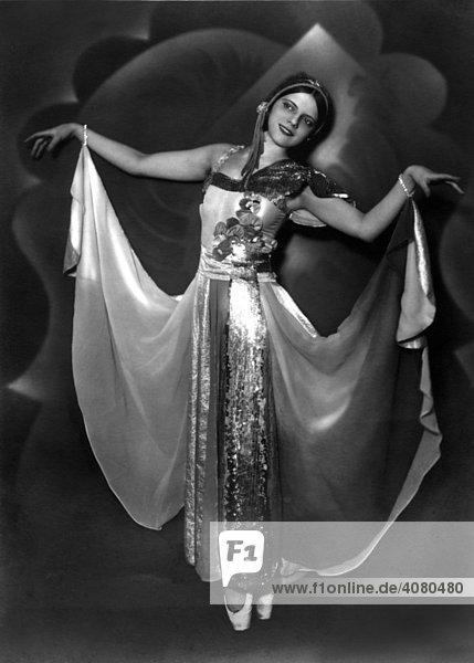 Historische Aufnahme  Frau tanzt  ca. 1931