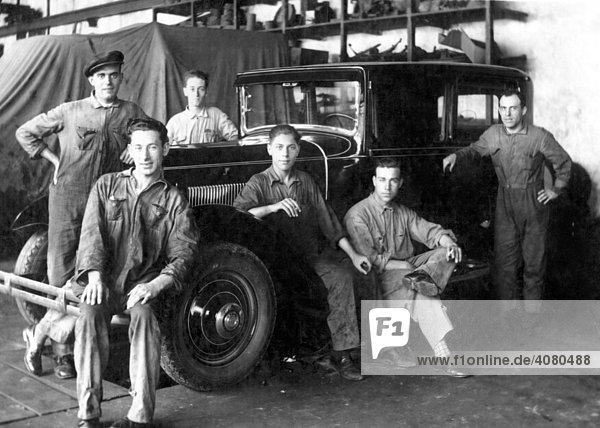 Historische Aufnahme  Kraftfahrzeugmechaniker  ca. 1931