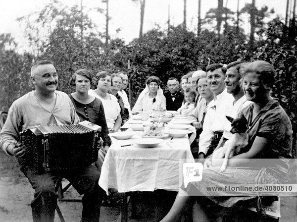 Hochzeitsgesellschaft  historische Aufnahme  ca. 1922