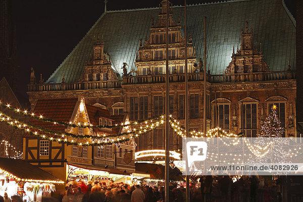 Weihnachtsmarkt vor dem Bremer Rathaus  Bremen  Deutschland Weihnachtsmarkt vor dem Bremer Rathaus, Bremen, Deutschland