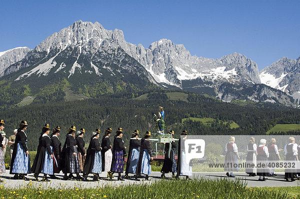 Fronleichnamsprozession in Ellmau am Wilden Kaiser bei Scheffau Tirol Österreich