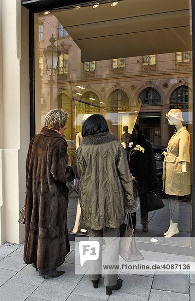 Schaufenster Modegeschäft  Maximilianstraße  München  Bayern  Deutschland