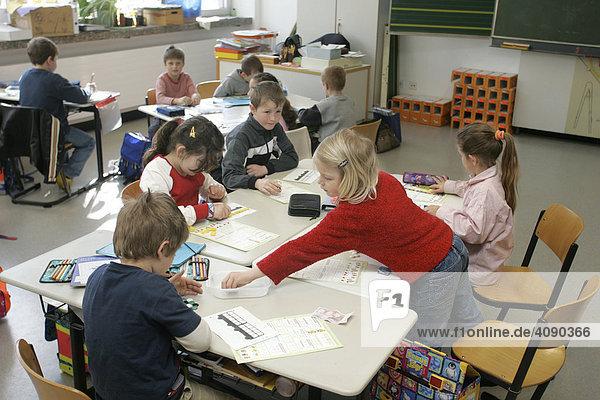 Weinheim  DEU  01.05.2005  4 primary school class