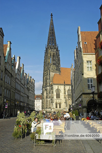 St. Lamberti Kirche und Prinzipalmarkt  Münster  NRW  Nordrhein Westfalen  Deutschland