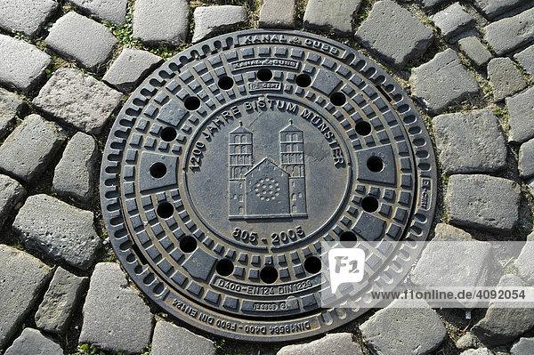 Gullydeckel mit Stadtwappen  Münster  NRW  Nordrhein Westfalen  Deutschland