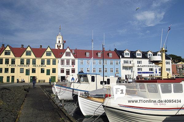 Alte Häuserzeile im Hafen von Thorshavn Thorshavn Faeroer Färöer Inseln