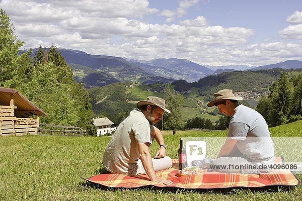 Picknick am Gummer Berg  Steinegg  Südtirol  Italien