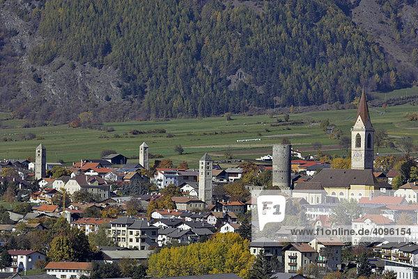 Blick vom Tartscher Bichl auf Mals  Tartsch  Oberer Vinschgau  Südtirol  Italien