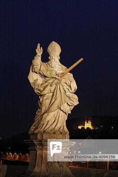 Statue auf der alten Mainbrücke  Würzburg  Bayern  Deutschland
