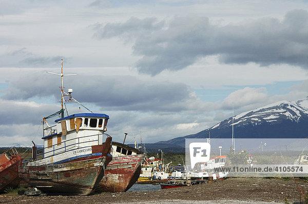Schiffswracks  Ultima Esperanza Bay  Puerto Natales  Chile