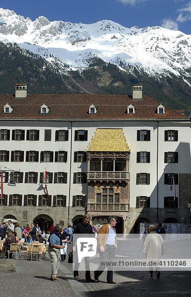 Goldenes Dachl  Karwendel  Altstadt  Innsbruck  Inntal  Tirol  Österreich