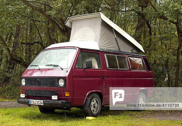VW Bus mit ausgeklappten Faltdach VW Bus mit ausgeklappten Faltdach